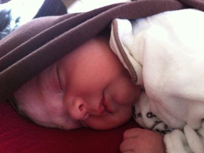 Bébé en écharpe de portage Boba
